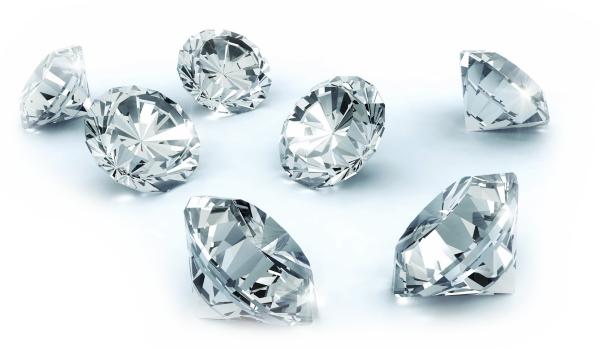 Pins con diamantes y piedras